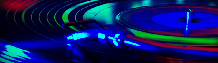 blur-music-audio-turntable-close-up-web-header