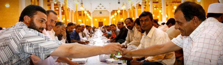 muslims-fasting-during-ramadan-in-makkah-web-header